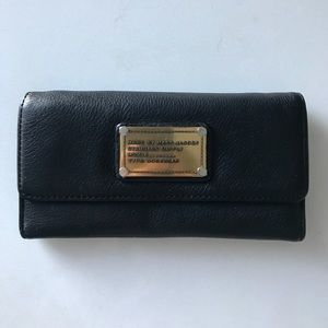 Classic Q Long Trifold Leather Wallet